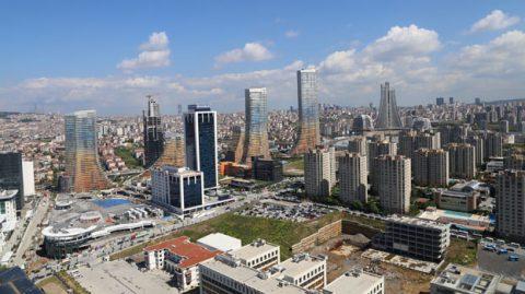 Sheraton Grand İstanbul Ataşehir'i farklı kılan özelliklerden biri de muhteşem bir manzaraya sahip olması. İstanbul'u Anadolu Yakası'ndan 360 derece seyredebileceğiniz böylesine net bir açı çok az yerde bulunmakta...