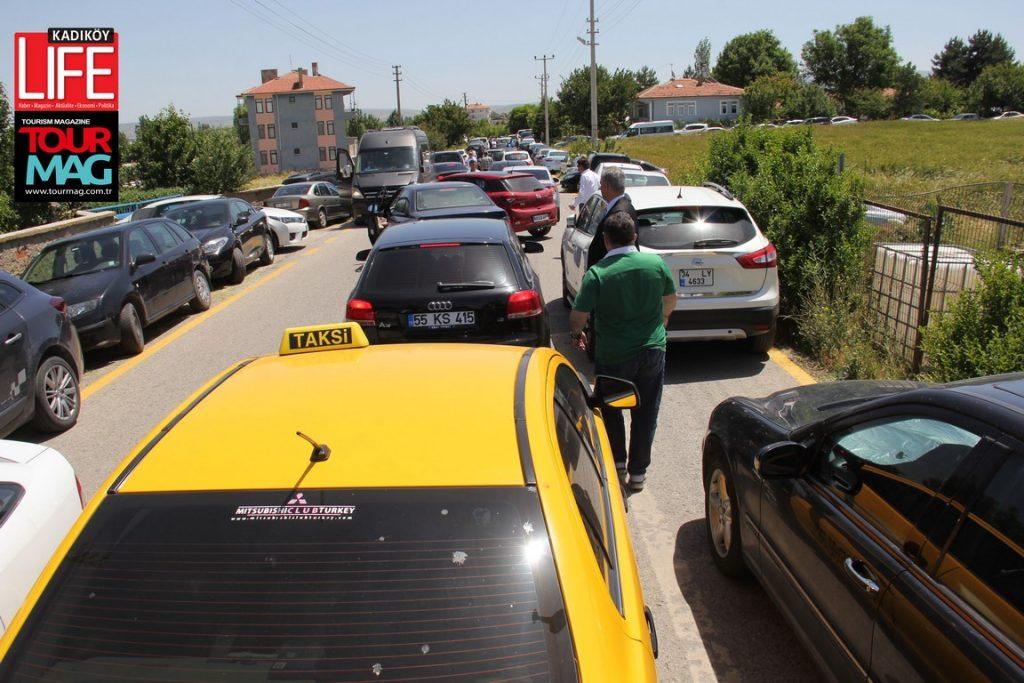 Ticari taksi ile Ankara'ya geldiğinde, Ahmet Vefik Alp'i kurultay nedeniyle kilometrelerce araç kuyruğu sürprizi bekliyordu.
