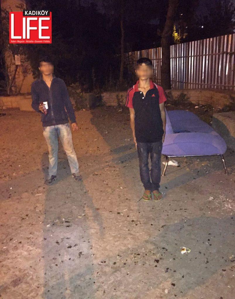 Gece yarısı, Söğütlüçeşme viyadüğü altında yatan kimsesiz çocuklar... Yurttan kaçtığı tespit edilen 4 çocuk, Kadıköy Emniyet Müdürlüğü tarafından tekrar kurumlarına gönderildi.
