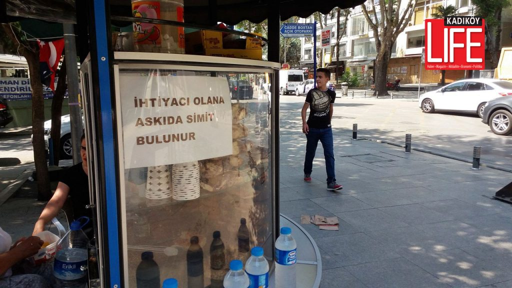 Bagdat-Caddesinde-askida-simit-donemi-kadikoy-life-dergisi (1) copy