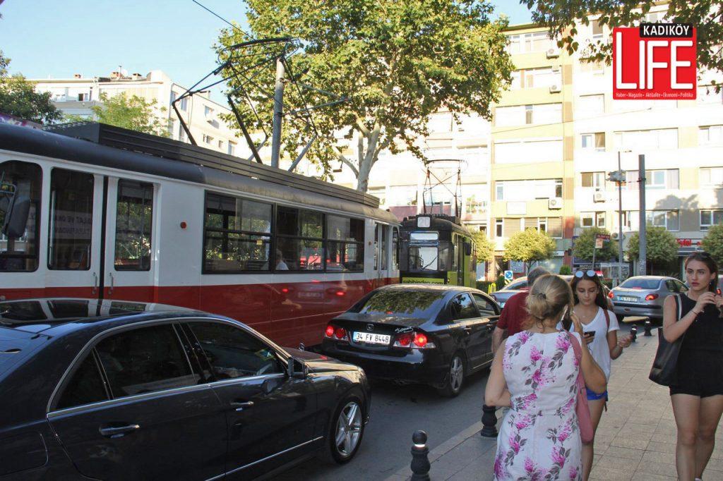 Tramvaylar ardı ardına sıralandı, otomobil trafiği de kilitlendi...