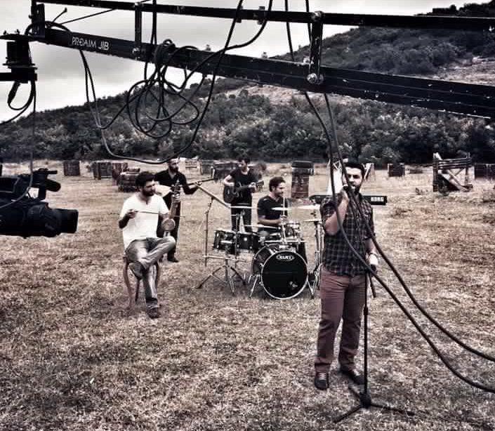 """Birçok enstrümanın seslerini birleştirerek yeni bir tarz doğuran Rohat Weran'ın şarkıları """"insan sevgisi, iyilik, yeniden doğuş"""" temalarını kullanarak evrensel bir mesaj veriyor..."""