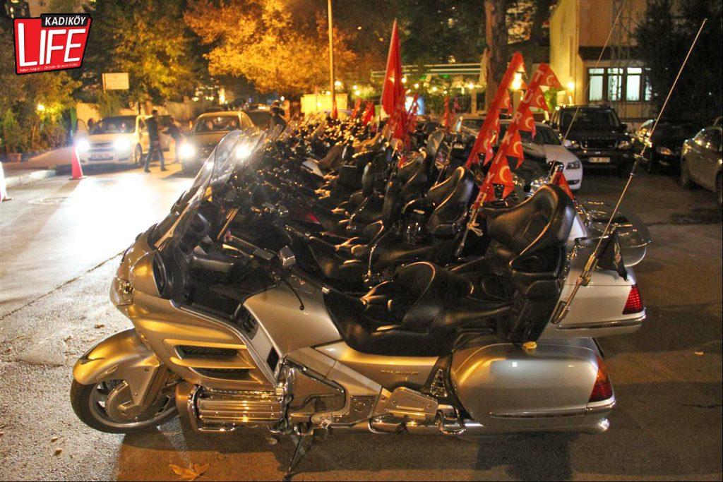 the-bosphorus-kalamis-kadikoy-29-ekim-cumhuriyet-bayrami-kutlama-goldwing-riders-turkiye-motosiklet-grubu-bagdat-caddesi-kadikoy-life-dergisi-12