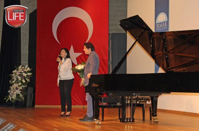 Fazıl Say'ın konser alanlarına özel olarak getirttiği piyanosu, müzikle ilgilenen öğrencilerin ilgi odağındaydı.