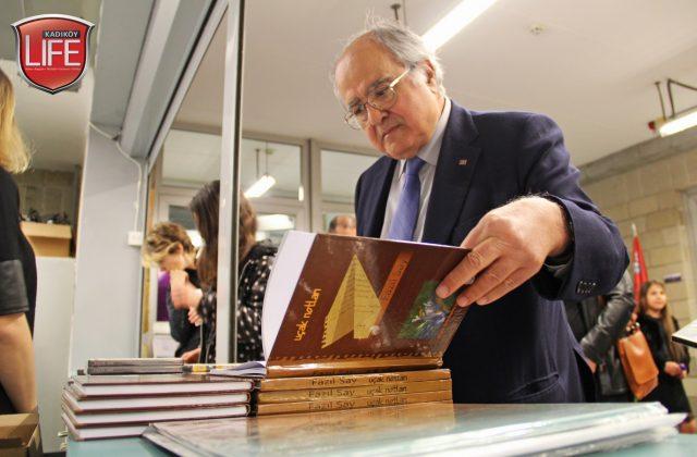Dünya sanatçısının çalışmalarını uzun süredir yakından takip eden Ersin Arıoğlu, bazı kitap ve eserleri de inceledi.