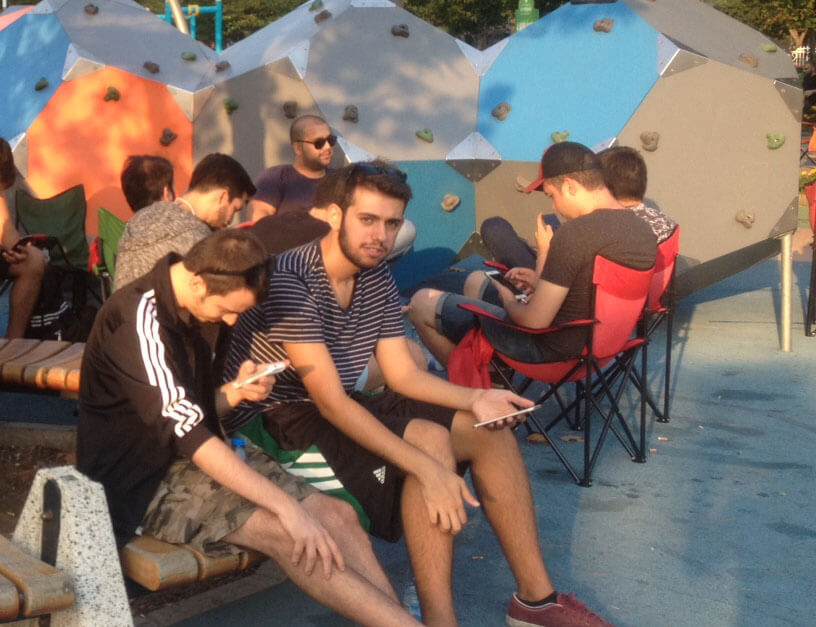 goztepe-parkinde-pokemon-cilginligi (1)