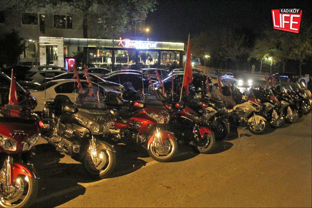 the-bosphorus-kalamis-kadikoy-29-ekim-cumhuriyet-bayrami-kutlama-goldwing-riders-turkiye-motosiklet-grubu-bagdat-caddesi-kadikoy-life-dergisi-13