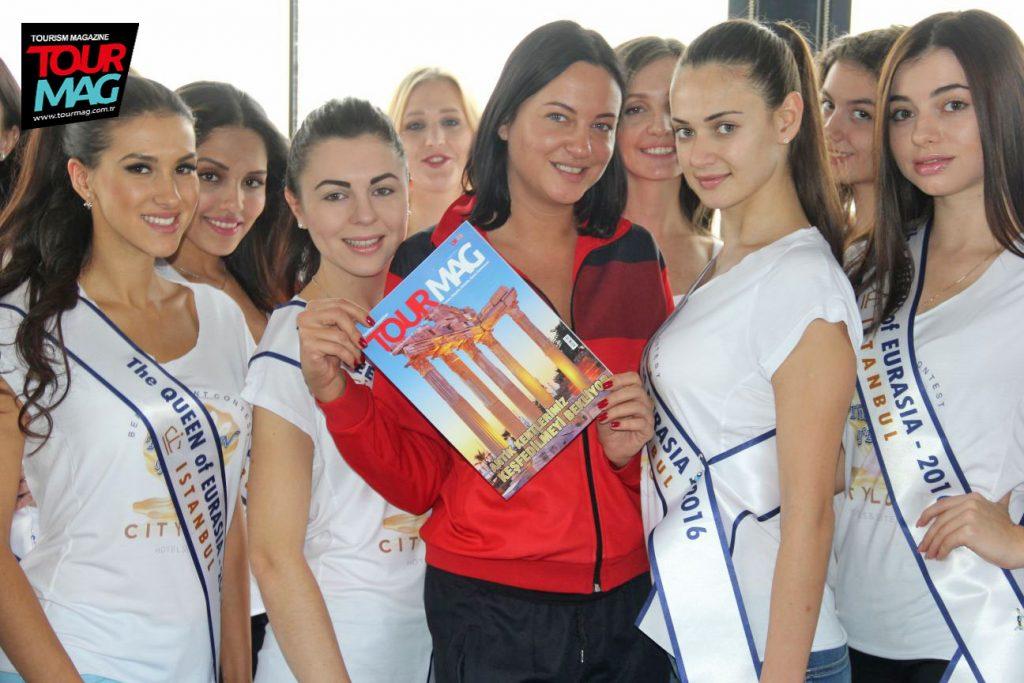 Organizasyonu gerçekleştiren Anastasiya Pavelyeva, aynı zamanda başarılı bir oyuncu olarak da biliniyor.