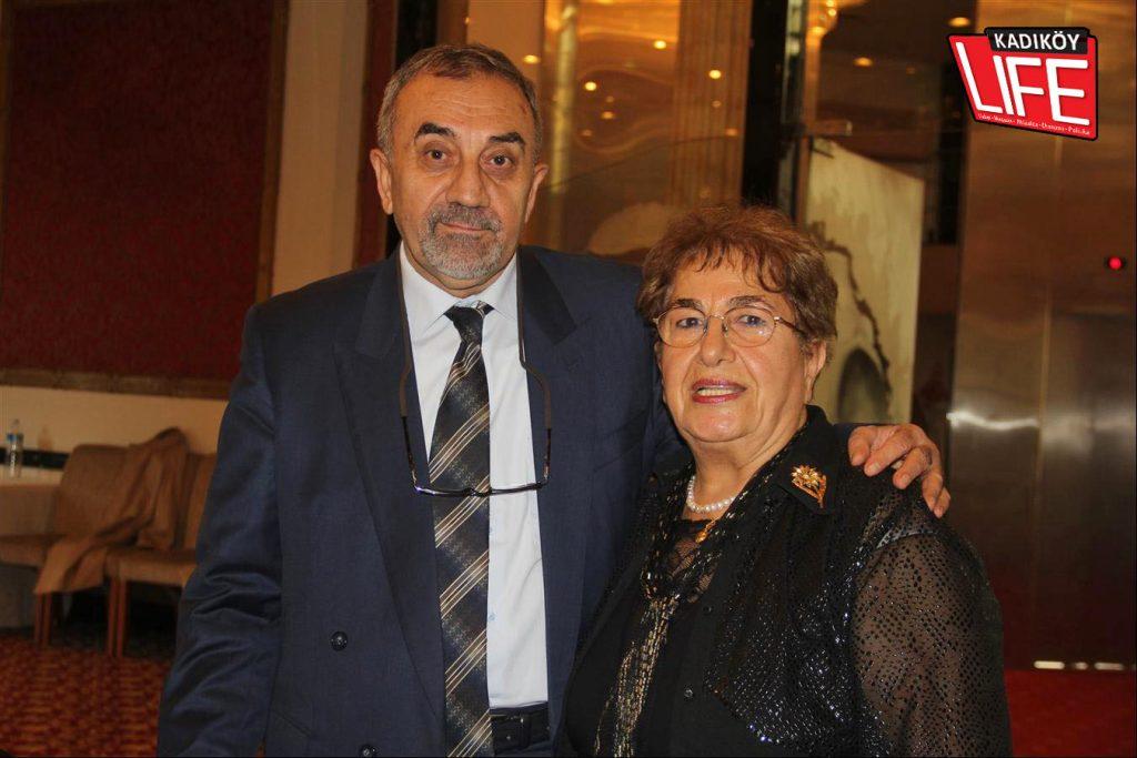 Alanya'da yaşayan Siverekli Hemşire Rahime Kaynak Özdemir, Caddebostan'daki buluşma için uçağa atladı, soluğu Kadıköy'de aldı. Dernek ikinci başkanı Sait Özkürkçü, Rahime Kaynak Özdemir.