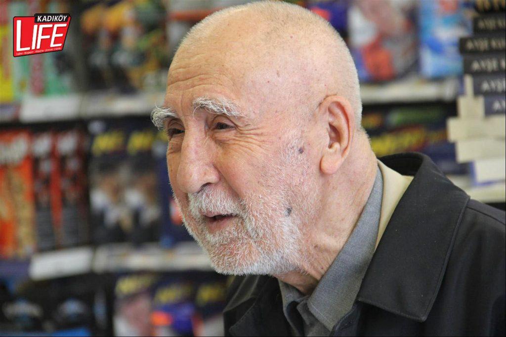 Kitaba giden yolda mutluluk; 92 yaşındaki Kadıköylü emekli öğretmen Ali Cengiz Hanoğlu...