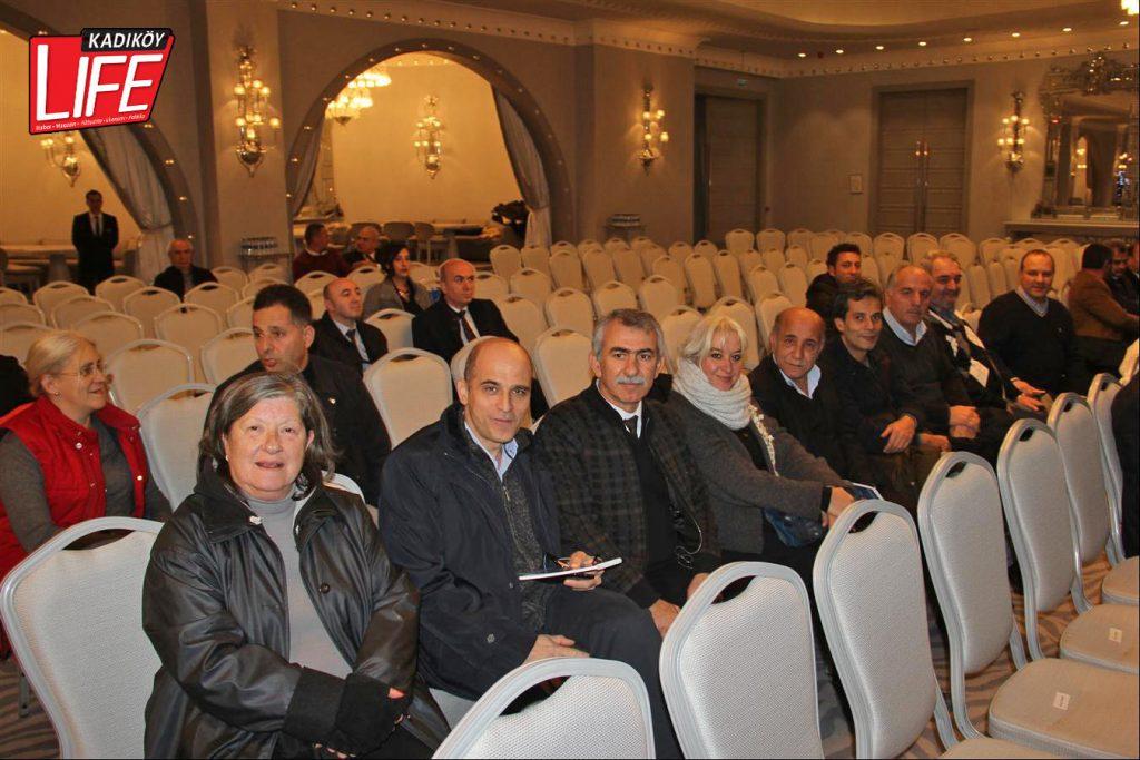 Kadıköy'ün sosyal muhtarları, her toplantıda olduğu gibi erkenden programa geldi.